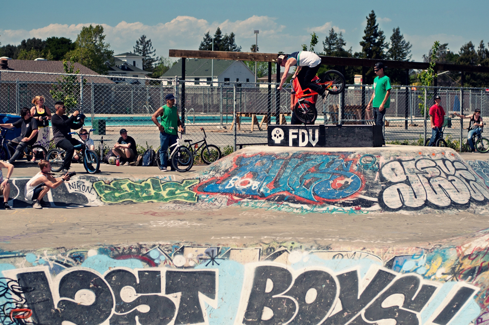 Sick foot jam on the FDV clothing ledge, while the judges make their assesment.