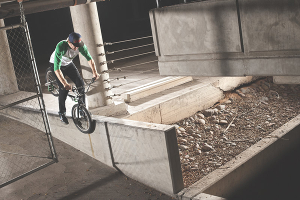 bmx-rider-adam-banton-does-a-hang-5-grind-on-a-ledge-in-2012_600x
