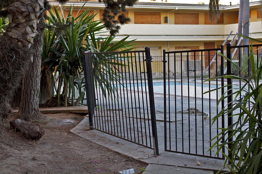 Pool_gate