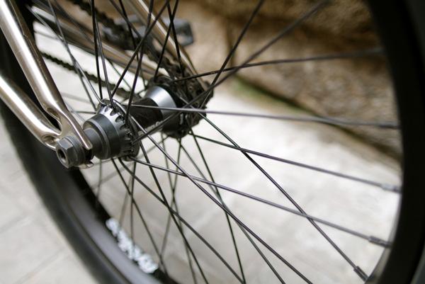 threads_flybikes_BMX-hub