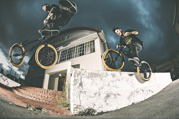 Ben_Lewis_bmx_switch_feeble_whip_above_below