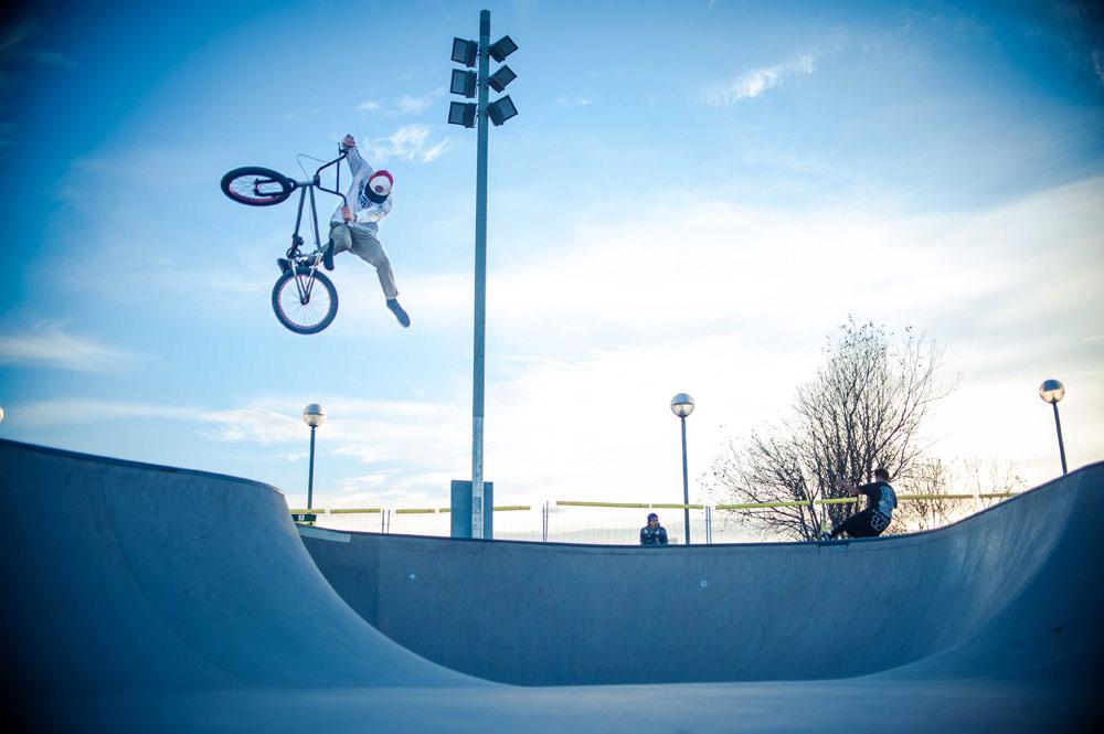 bmx-one-foot-euro-skatepark-style