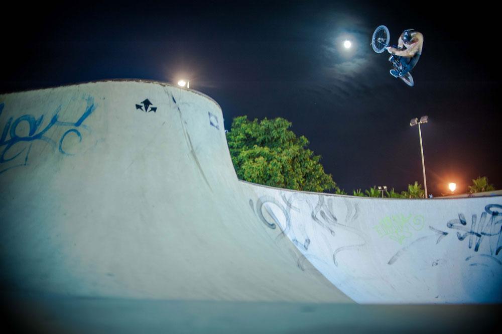 bmx-table-skatepark-night