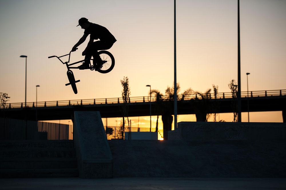 bmx-toboggan-skatepark-sunset-bike