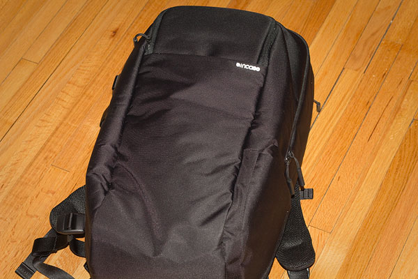 incase-dslr-pro-bag-flat-2