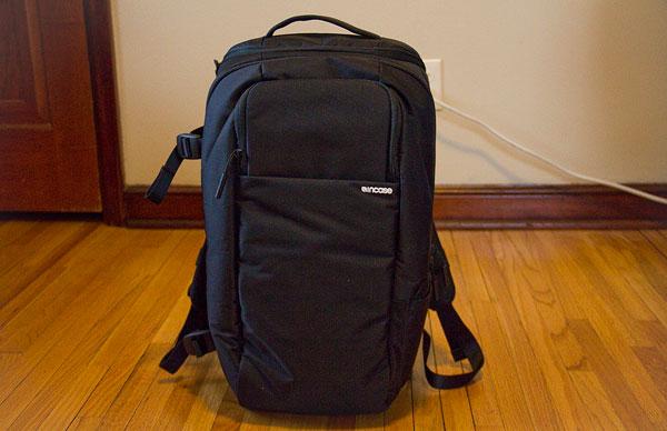 incase-dslr-pro-bag-front-standing
