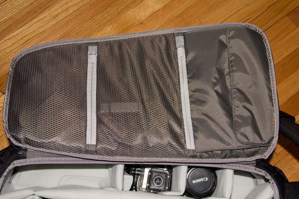 incase-dslr-pro-bag-inside-pockets