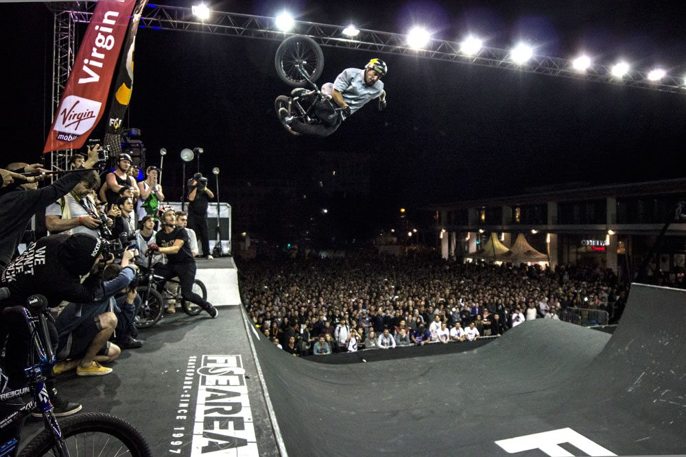 FISE-Maxime-Charveron---One-Handed-Table
