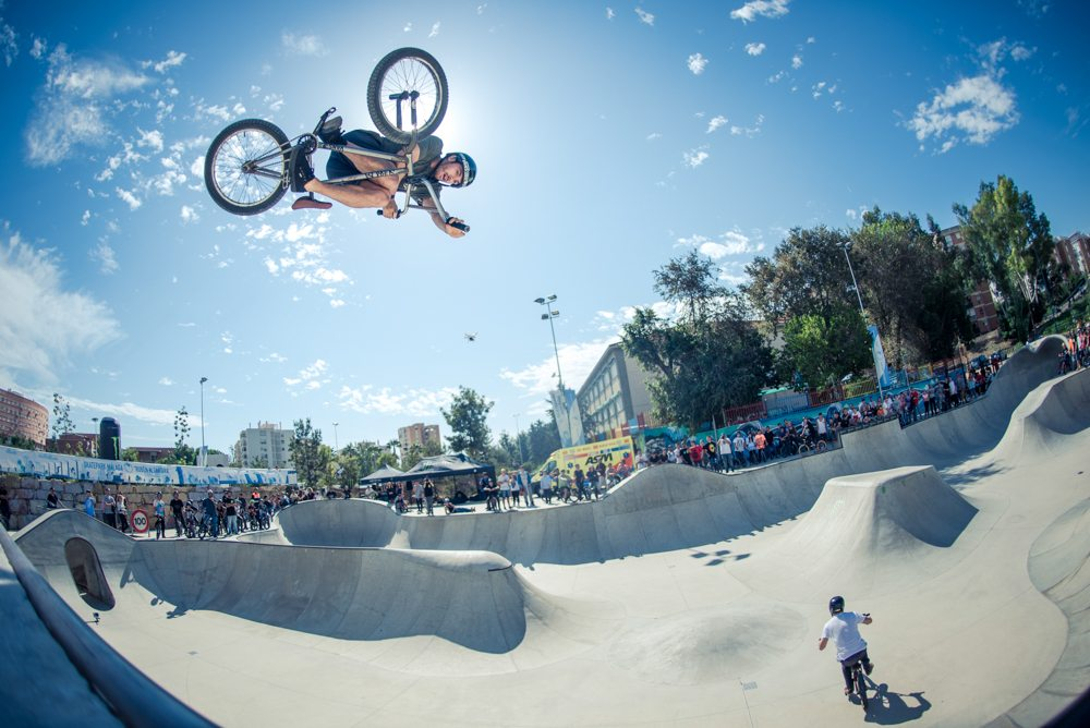 money-for-trick-bmx-2015-kevin-kalkoff-invert