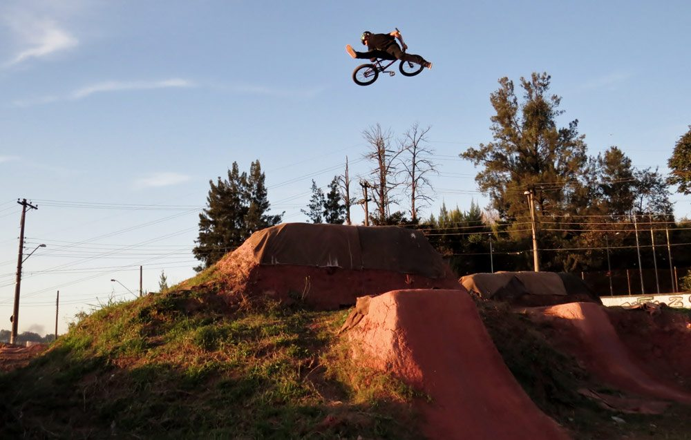 leandro-moreira-caracas-trails-bmx-superman-indian