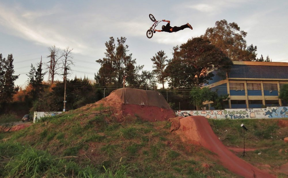 leandro-moreira-caracas-trails-bmx-superman-seat-grab