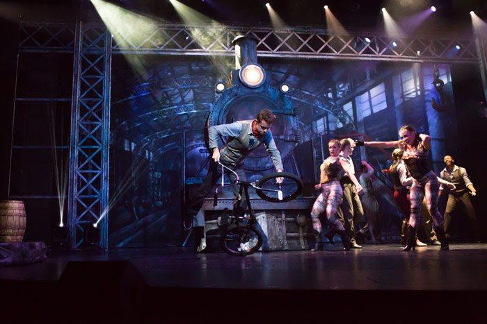 mannie-nogueira-cruise-ship-bmx-show-1
