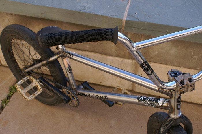 jeff-wescott-bmx-bike-check-mutiny-bikes-comb-grips