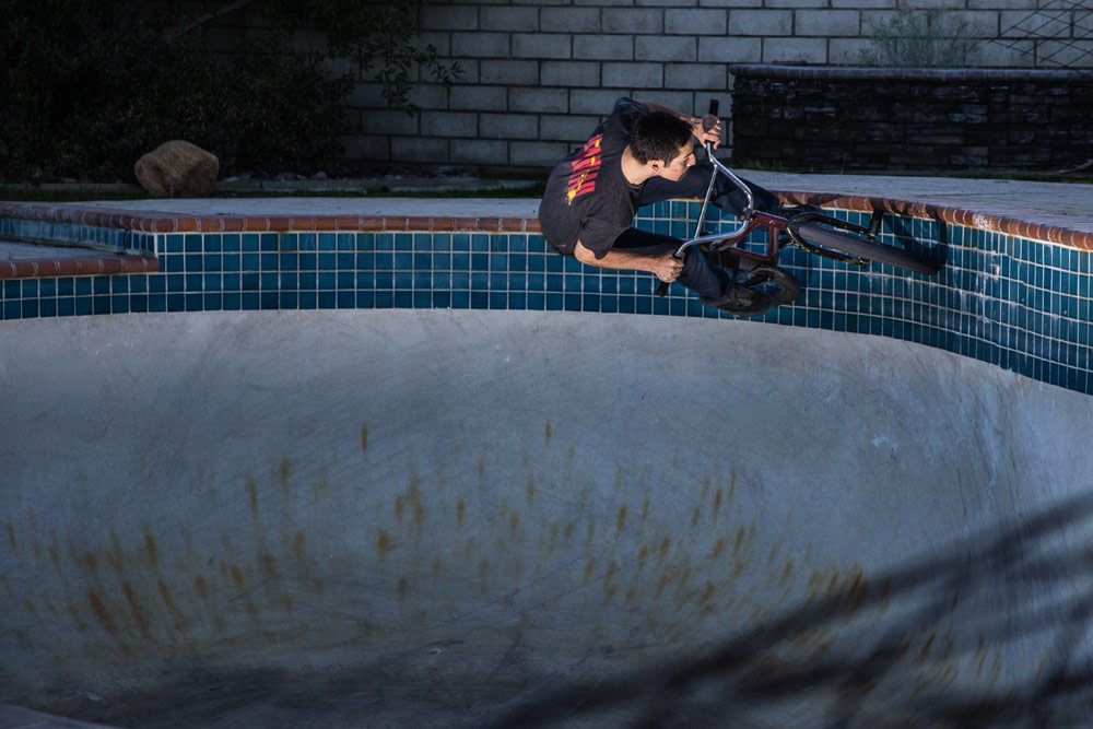 dallas-dunn-bmx-photo-andrew-luna-desert-pool