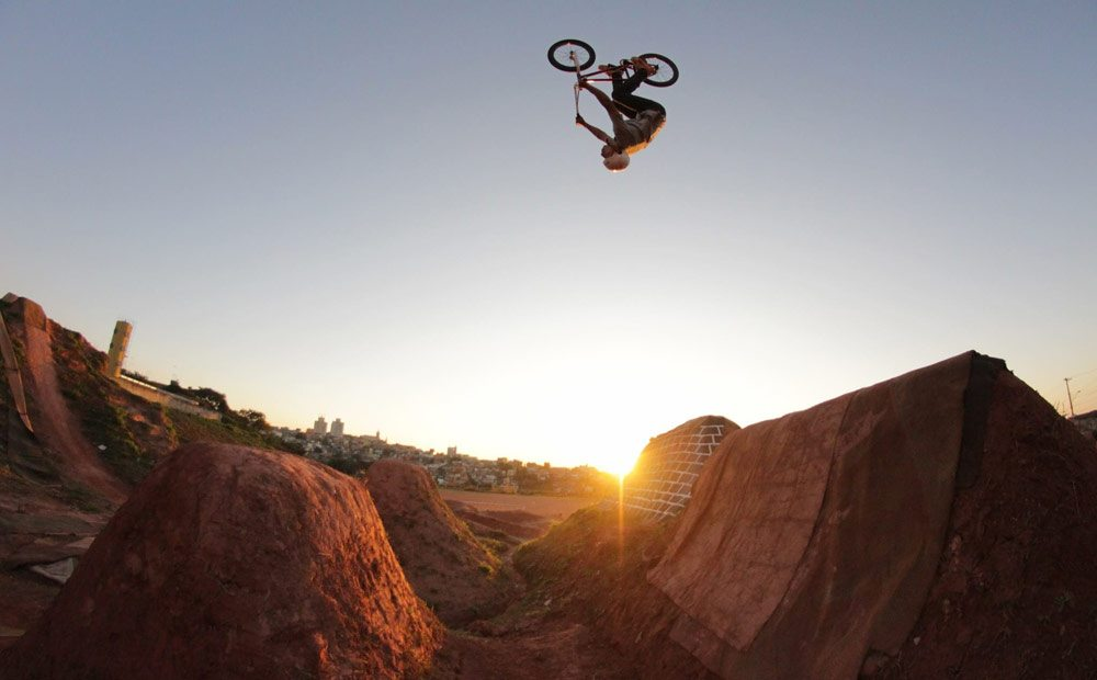 edimar-miranda-caracas-trails-bmx-backflip