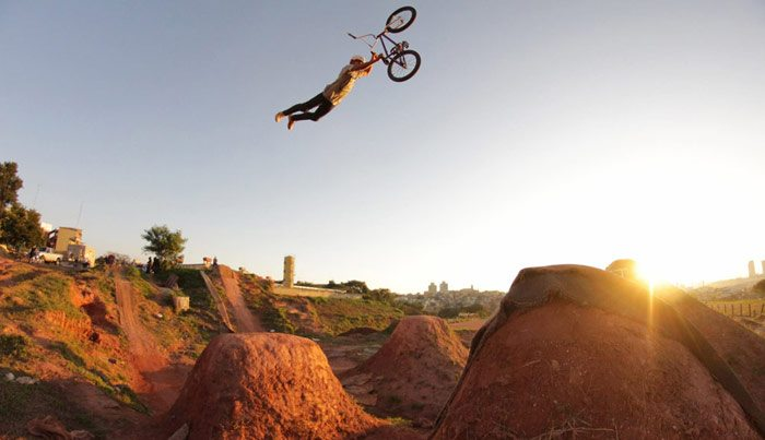 edimar-miranda-caracas-trails-bmx-superman-seat-grab-small