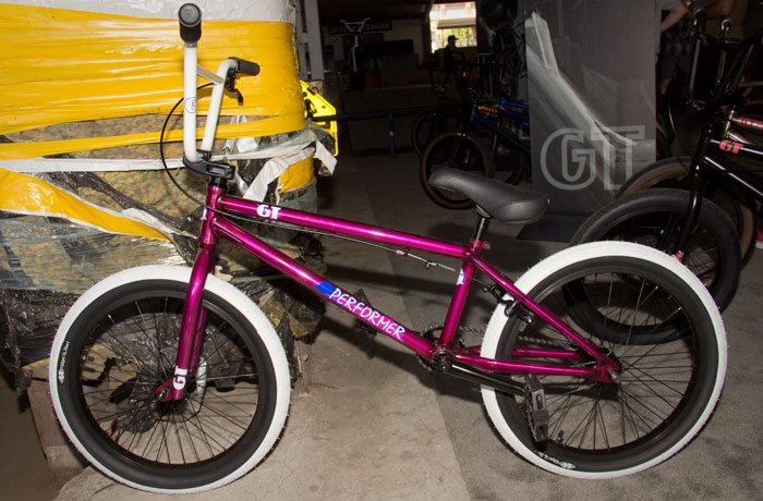performer-gt-bicycles-2017-bmx-bike-purple-full