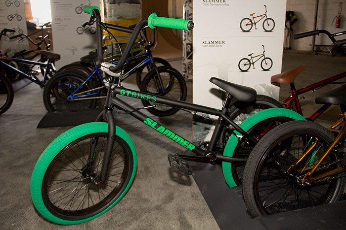 slammer-gt-bicycles-2017-bmx-bike-black-green