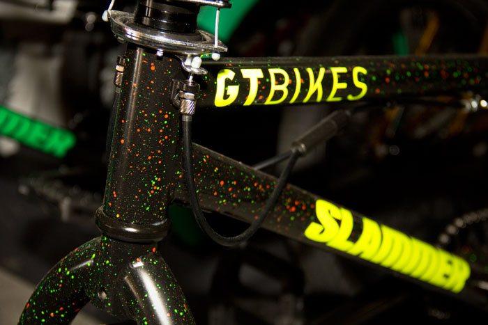 slammer-gt-bicycles-2017-bmx-bike-color-detail