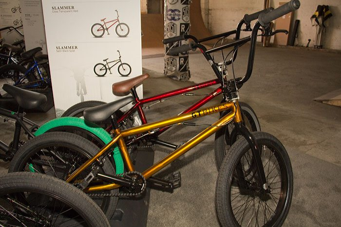 slammer-gt-bicycles-2017-bmx-bike-gold-red