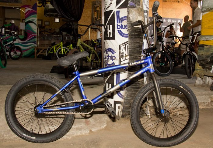 wise-gt-bicycles-2017-bmx-bike-blue-camo-full