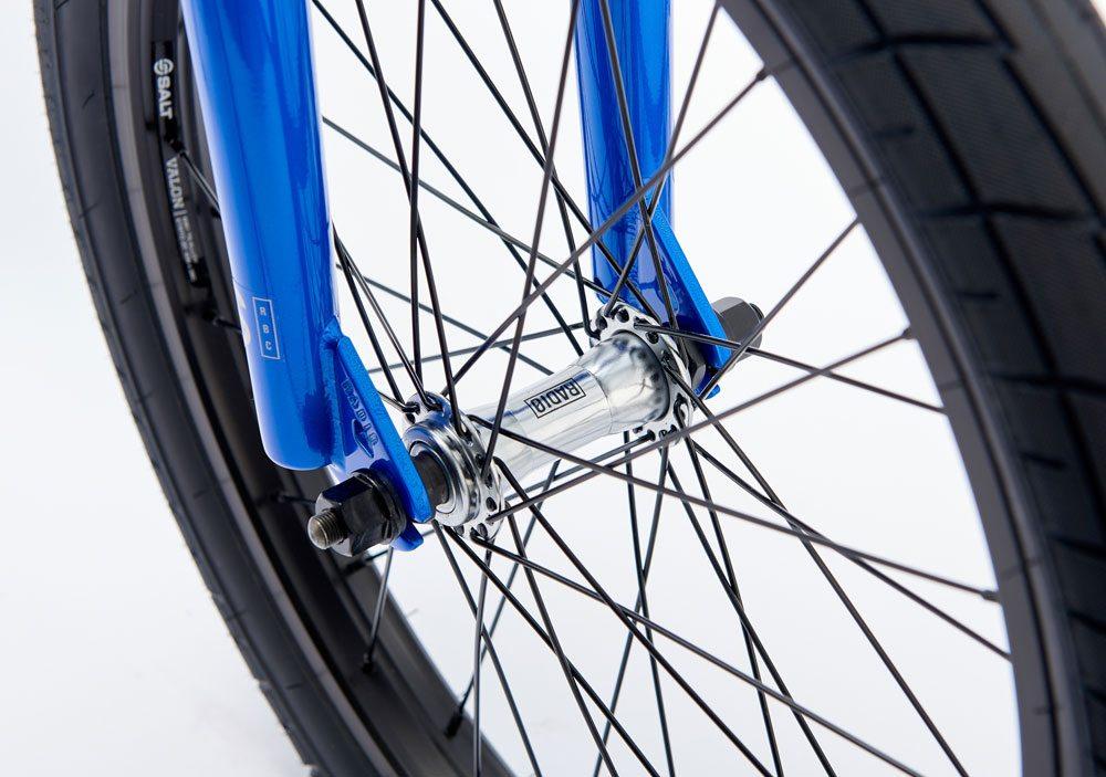 radio-bikes-2017-saiko-complete-bike-blue-front-hub