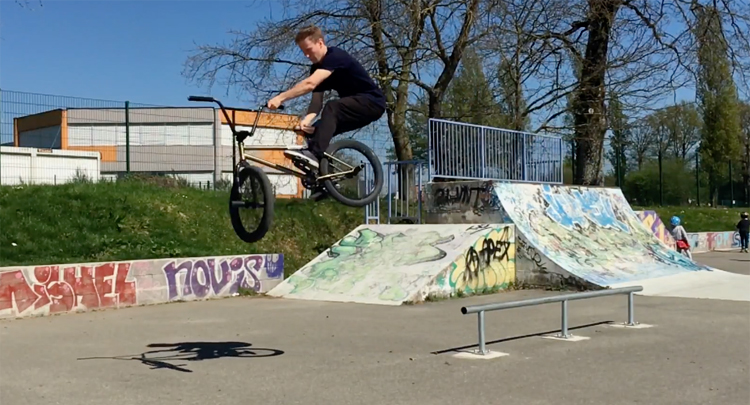Brotherhood at Rennes Skatepark BMX video