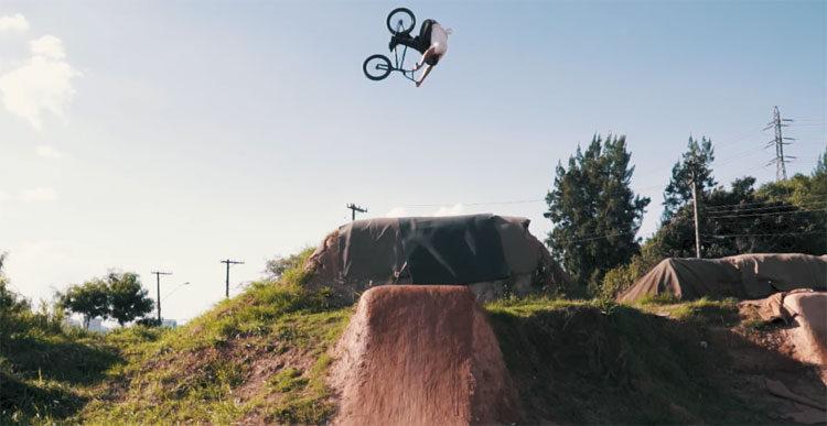 Leandro Moreira Crushes The Caracas Trails