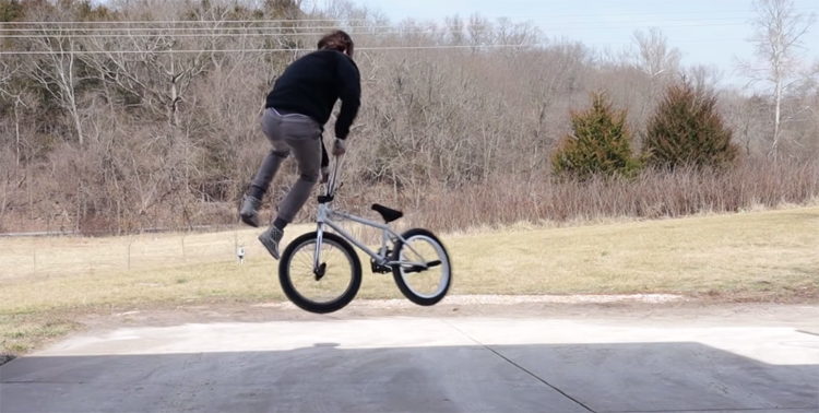 How To Bunnyhop Tailwhip BMX
