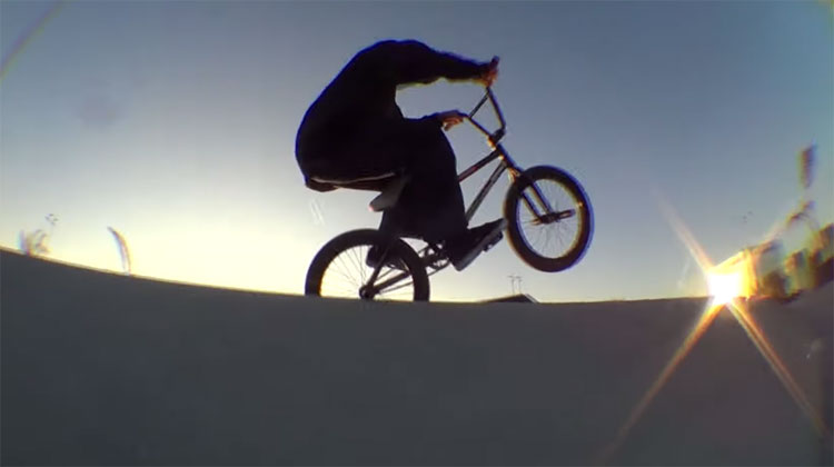 No Colgarse mixtape BMX video