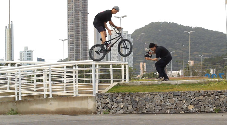 Daniel Alves and Felipe Manerim Santa Catarina BMX video