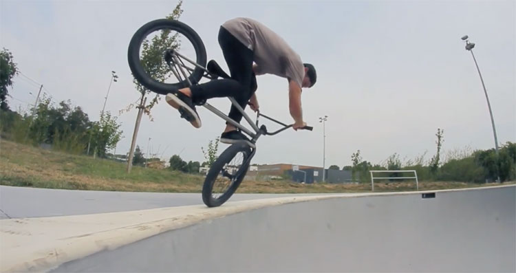Mutiny Bikes Maxime Bonfil Concrete Waves BMX video