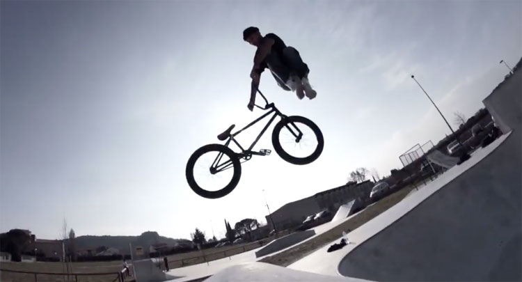 MarieJade Grand Rue Sp3c BMX video